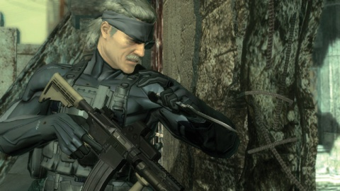 Metal Gear Solid 4 Snake Readies Himself